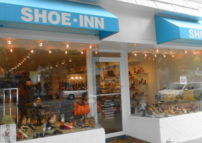 KDH Fashion Look Chic Even On A Rainy Day Head To Shoe Inn For The