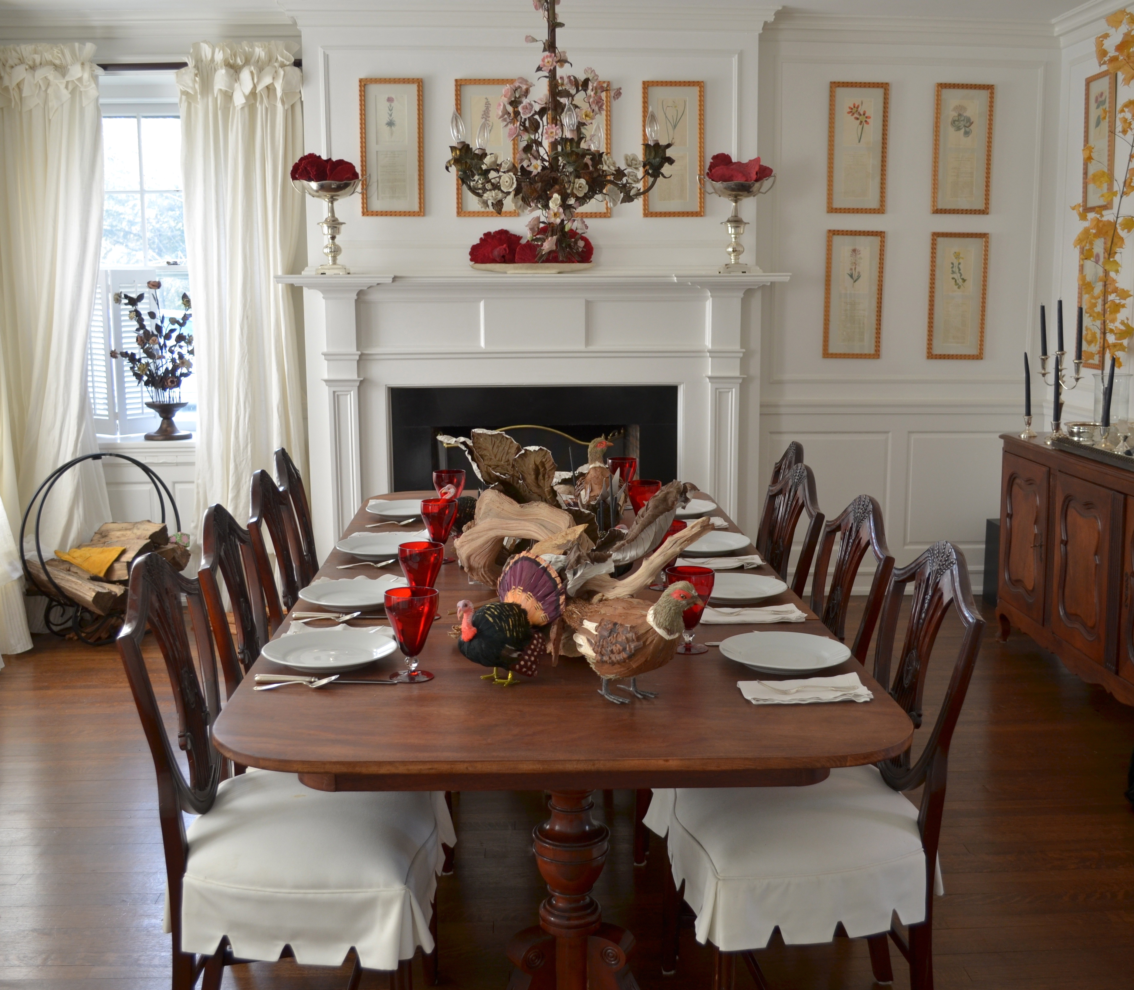 Kdhamptons design celebrity caterer peter callahan shares for Dining room tablescapes ideas