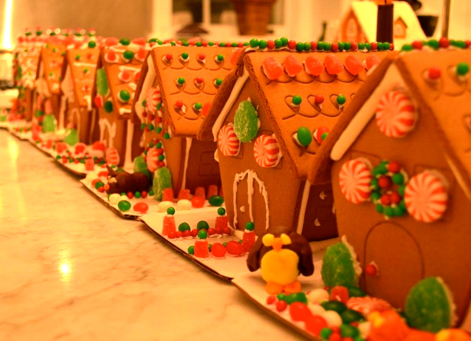 At home celebrity caterer peter callahan shares his for Celebrity christmas home decorations