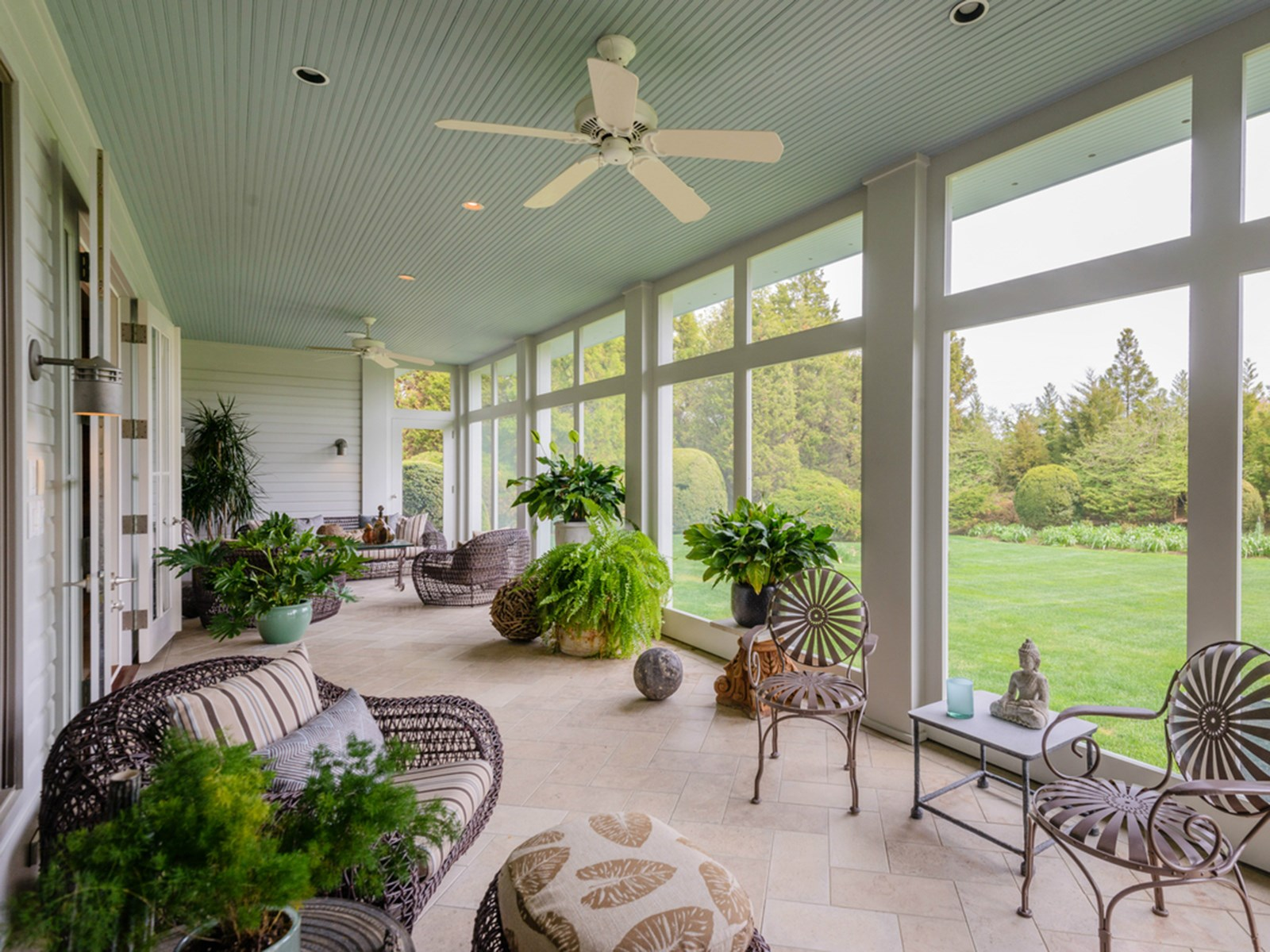 New kdhamptons featured property a fantastic further lane for Outdoor enclosed patio ideas