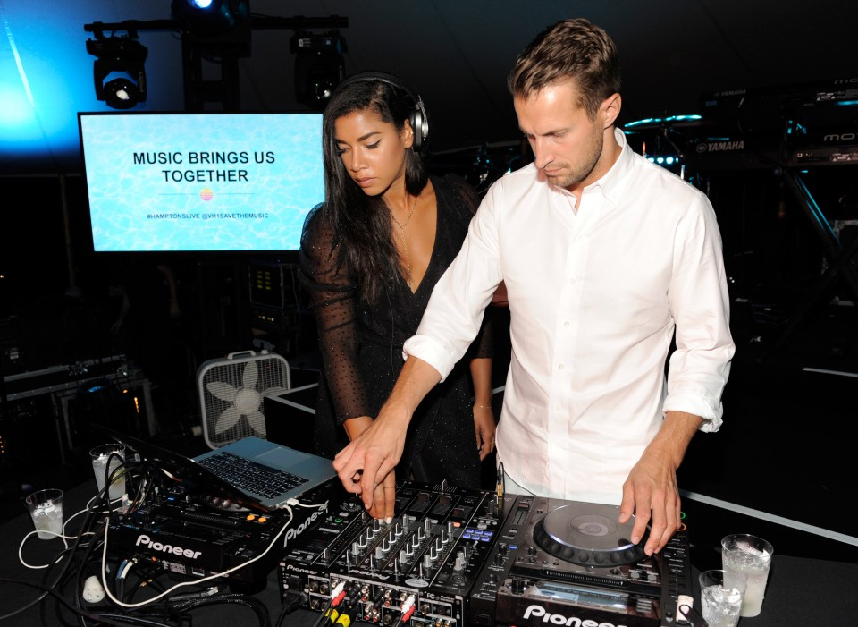 "SAGAPONACK, NY - AUGUST 08:  Hannah Bronfman (L) and Brendan Fallis at VH1 Save The Music Foundation's ""Hamptons Live"" benefit hosted by Billy and Julie Macklowe at a private estate in Sagaponack, NY on August 8, 2015.  (Photo by Matthew Eisman/Getty Images for Vh1 Save The Music)"