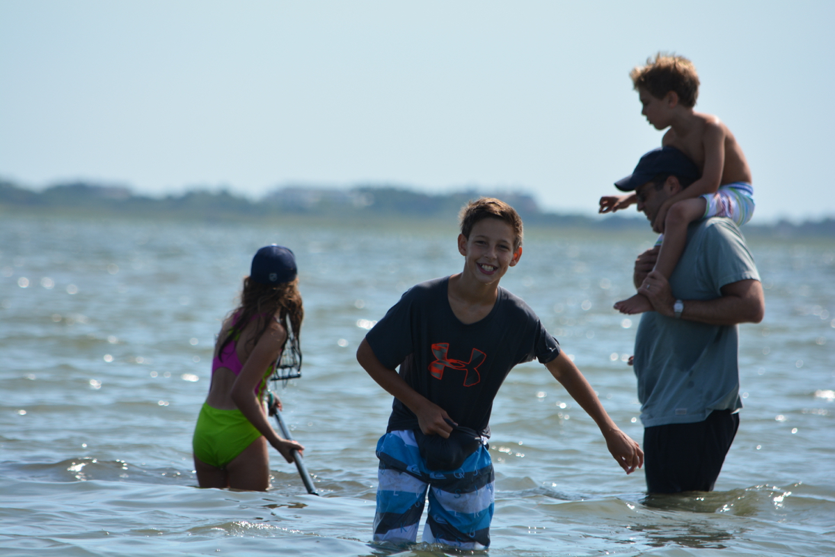 Kornfeld family clamming in the bay
