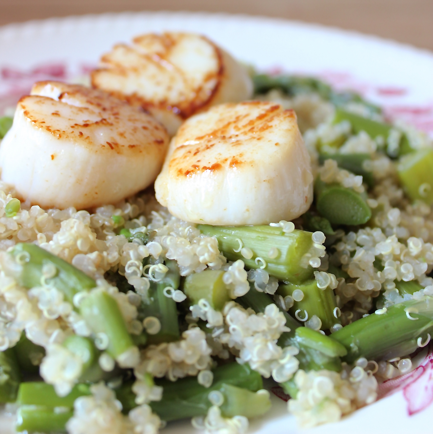 Seared Scallops with Asparagus Quinoa